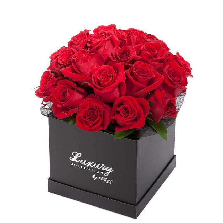 Roses - Love Story - 25 Stems